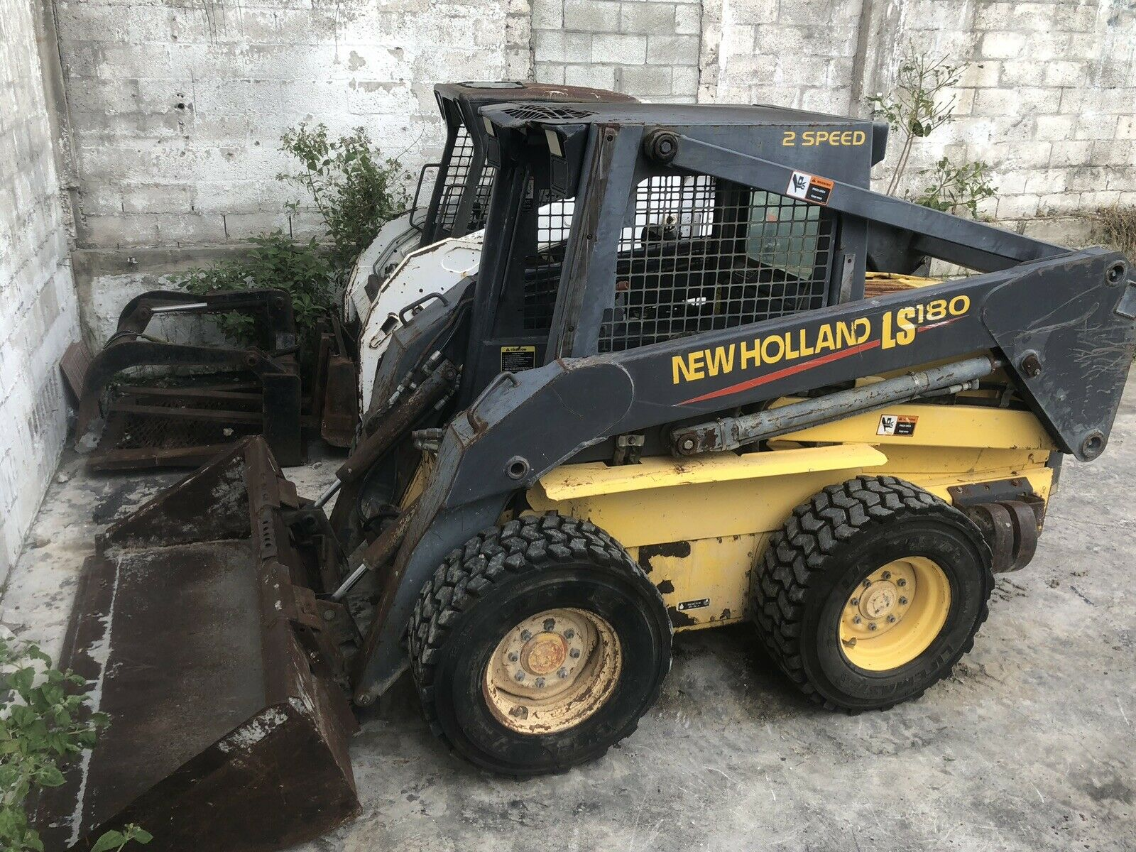 New Holland LS 180 Front End Loader Skid Steer Tractor Bobcat with bucket    Advanced Tool & Equipment